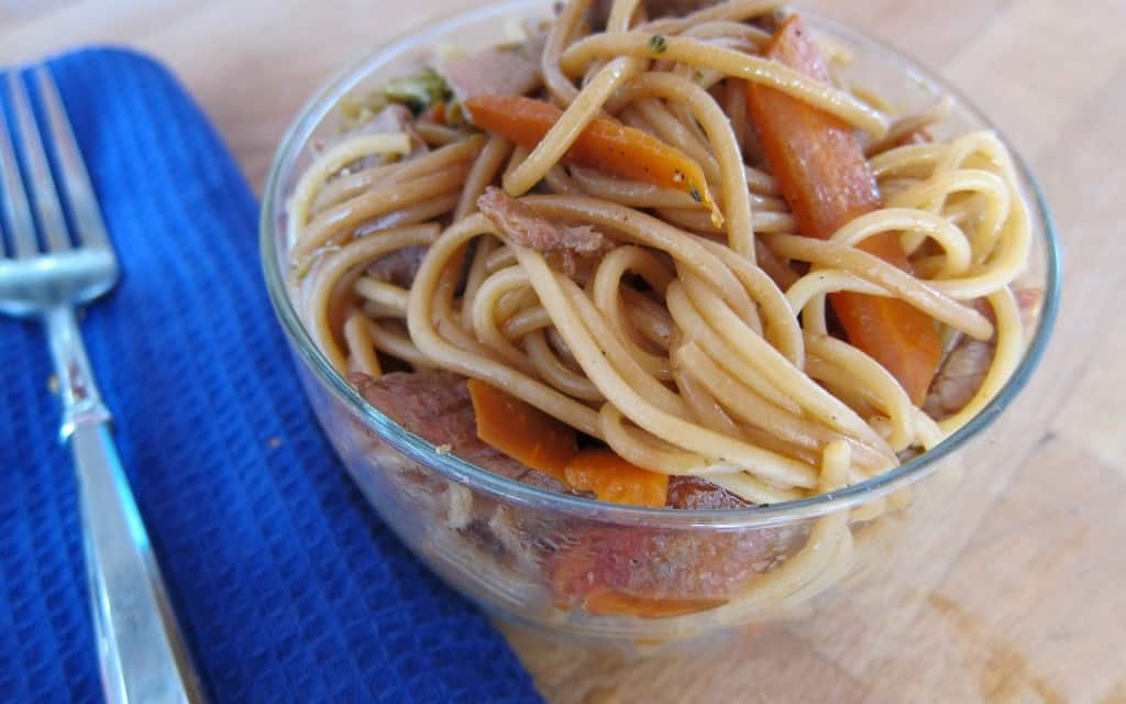 BBQ Chinese Noodles with Carrots and Pork