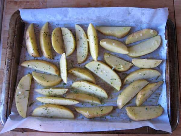 Oven roasted potatoes with garlic, rosemary and lemon