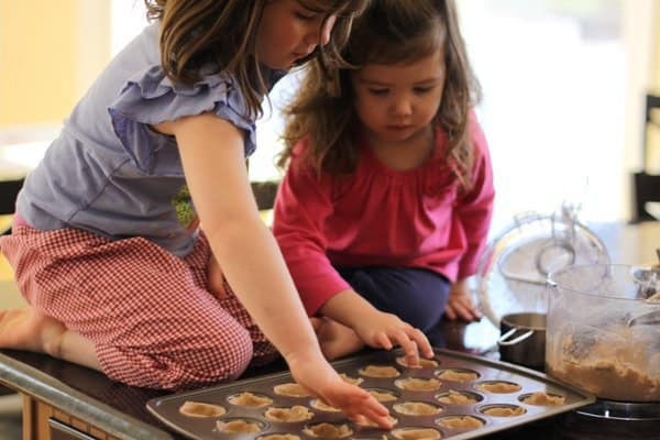 phoebe and estelle making tarts