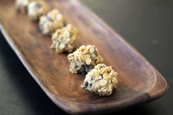 no-bake, no-sugar oatmeal chocolate chip drop cookies for kids