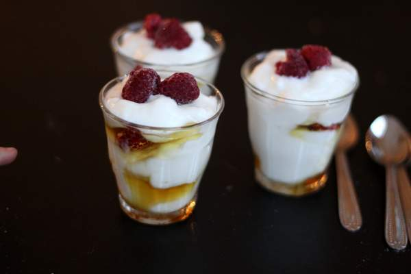 easiest breakfast ever: yogurt parfaits