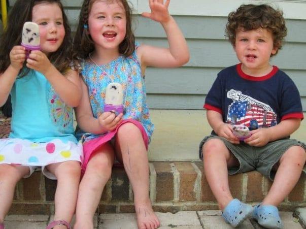 kids eating ice pops