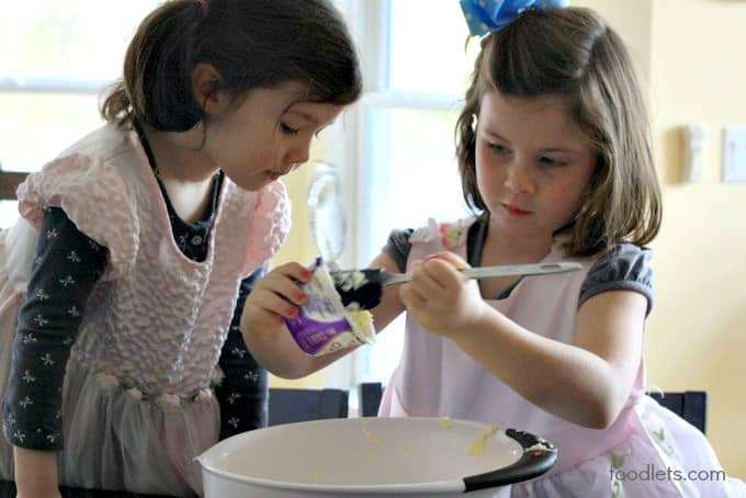 phoebe and estelle mixing yogurt