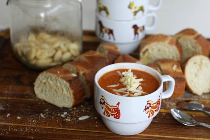 creamy tomato soup with white beans crackers
