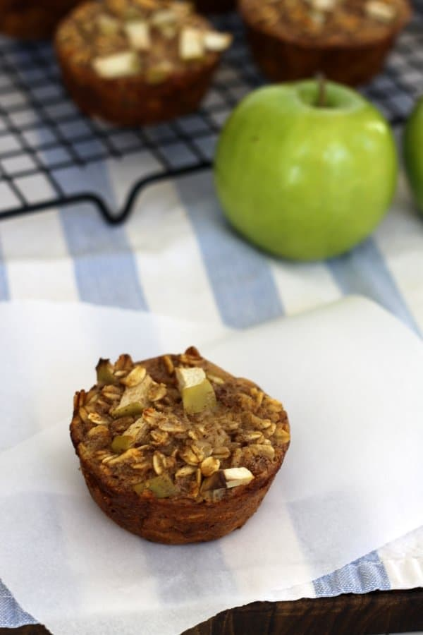 apple cinnamon oat muffins, towel