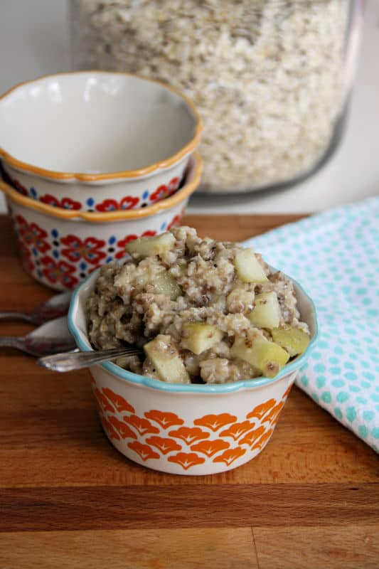 Healthy Oatmeal in the Microwave? This Old-Fashioned Apple Pie Oatmeal is Our Kids' Favorite!